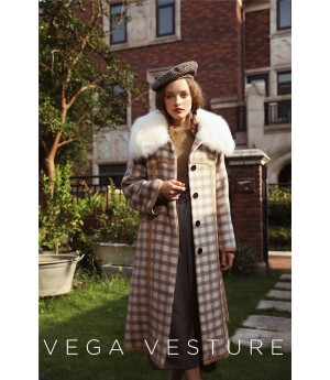 VEGA VESTURE Coat with Fur Collar