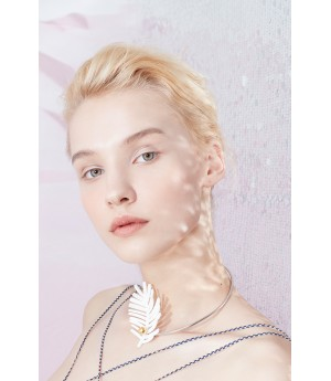 YVMIN White Broad Leaved Solid Necklace
