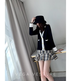 VEGA VESTUER Gold Buckle Cardigan-Black
