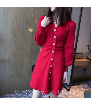 VEGA VESTUER Wrinkle Diamond Button Knit Dress-Red