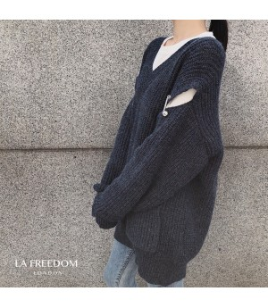 LA Freedom Broken Sleeve Pin Sweater-Black